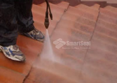 72-photo-pressure-washer-on-roof-tiles